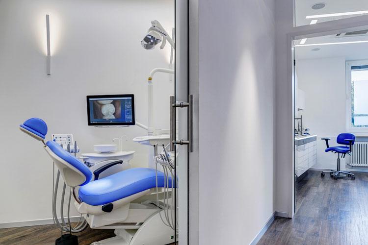 https://downloadimedode.s3.amazonaws.com/arzt_premium/451966-zahnarztpraxis-haidhausen-dr-hans-rudolf-kurpiers-und-joachim-klose/Behandlung2_Oralchirurgie.jpg